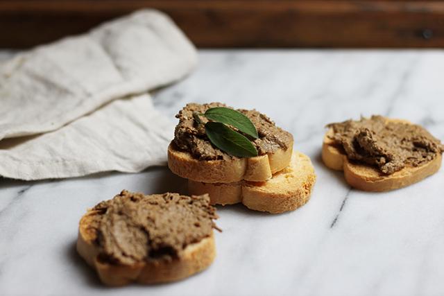 fegatini crostini - Tuscan chicken liver crostini Artusi