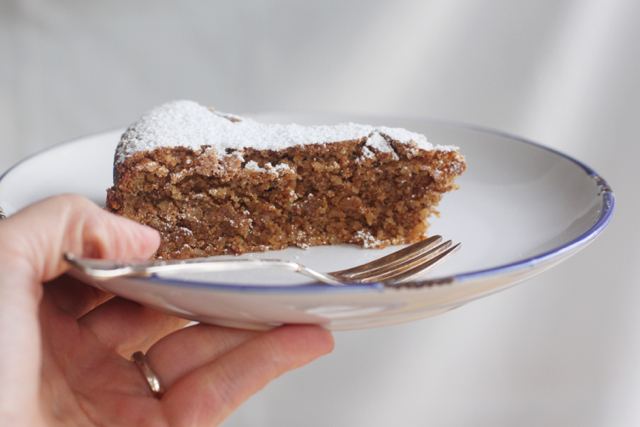 torta di noci - walnut cake, plain with icing sugar