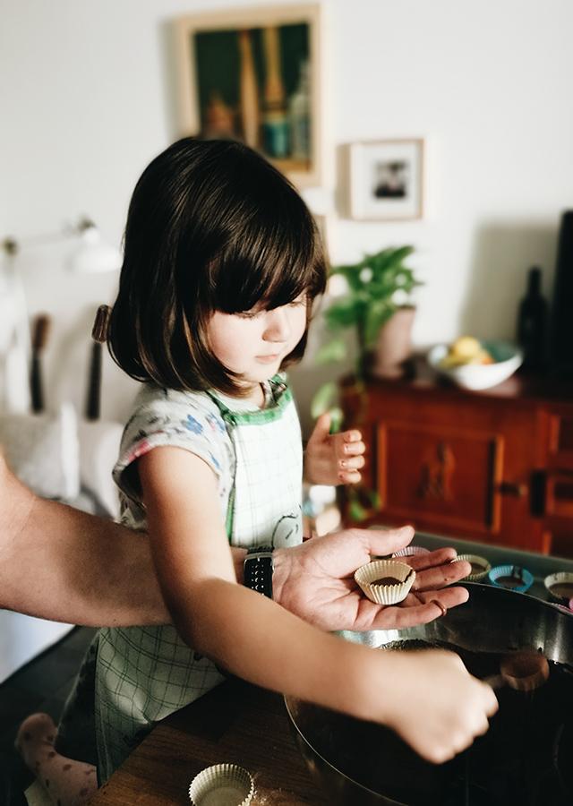 Mariu-baking-cupcakes