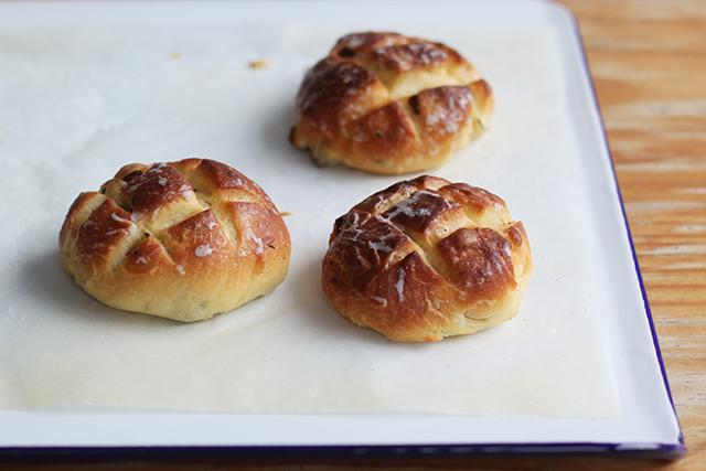 pandiramerino - rosemary and raisin buns recipe