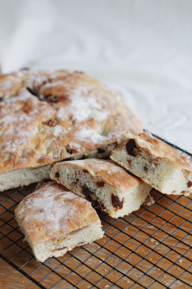 focaccia with dates figs and walnuts