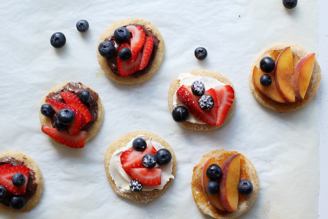 sweet pizzette with fruit