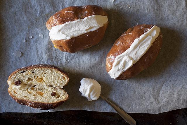 blog maritozzi buns with whipped cream