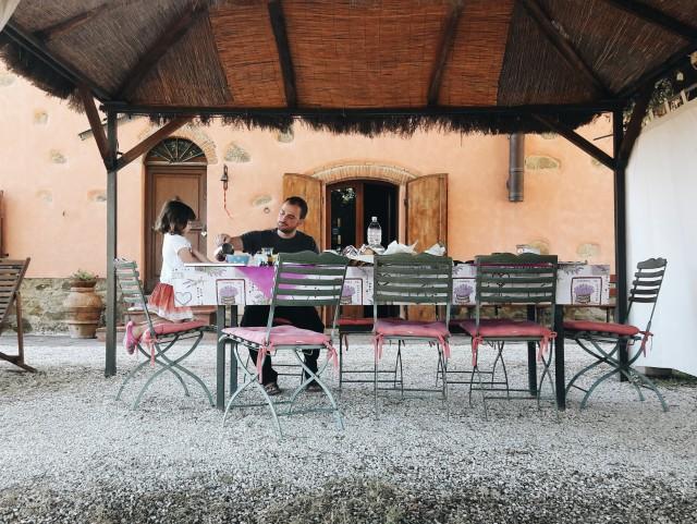 Breakfast al fresco at Colle Donatucci