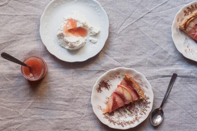 white peach jam with ricotta and crostata slices