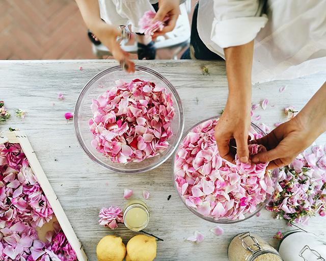 rose-petal-jam-making