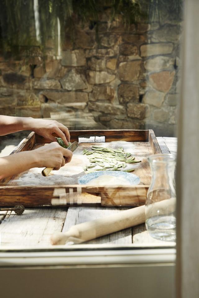 making olive leaf pasta_Pernille