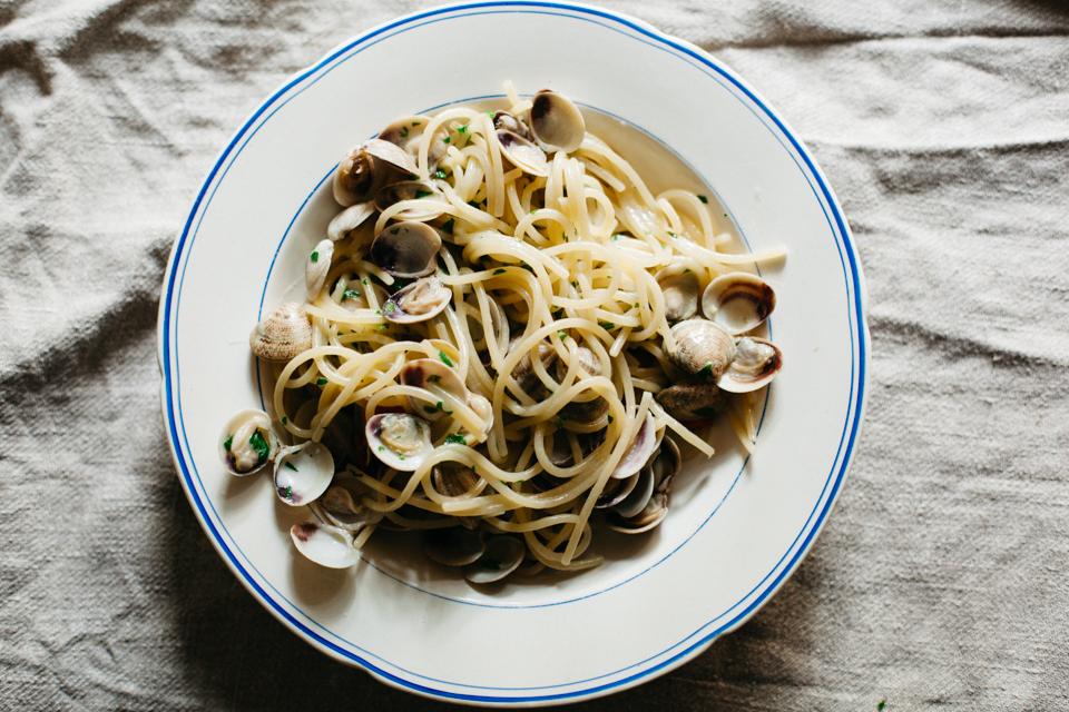 Spaghetti con le vongole recipe